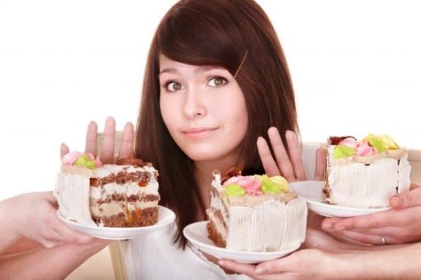 Девушка умеет сдерживать свой аппетит