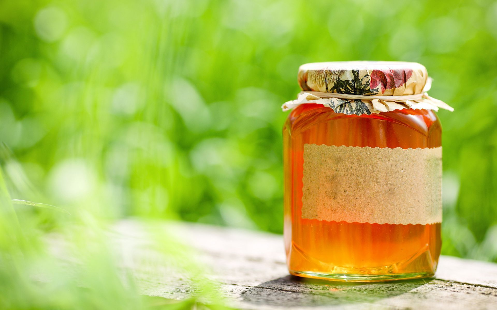 Food-honey-gold-macro-still-life-jar-bee_1920x1200