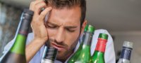 Как быстро избавиться от запаха перегара изо рта: магазинные и народные средства