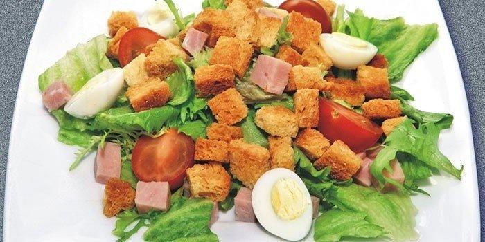 Диетический салат из перепелиных яиц