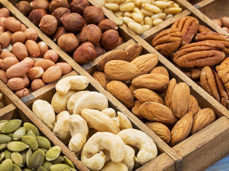 Орехи на прилавке фото