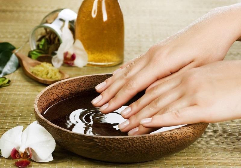 Парафинотерапия - прекрасное средство для поддержания кожи в молодом и красивом виде
