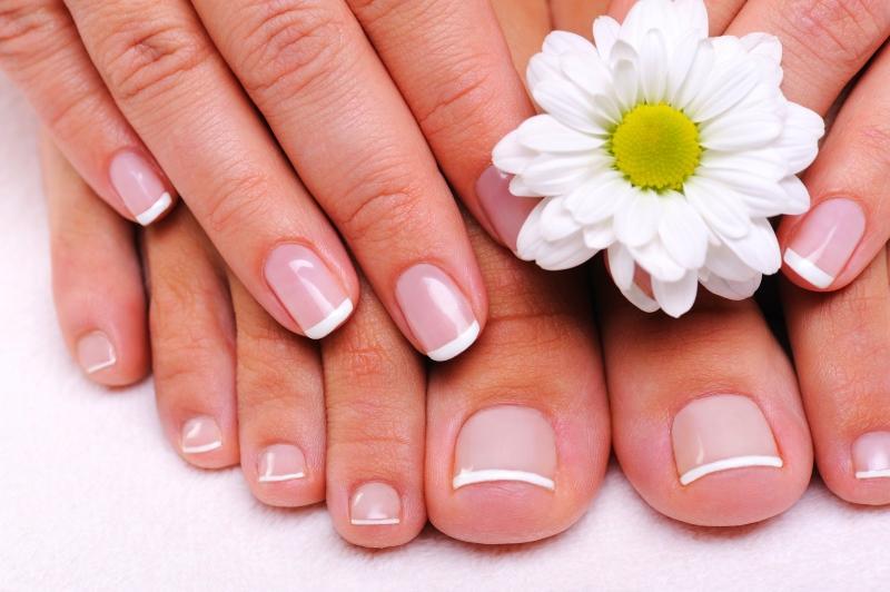 Обработка кожи парафином помогает улучшить состояние кожи, ногтей, побороть целлюлит