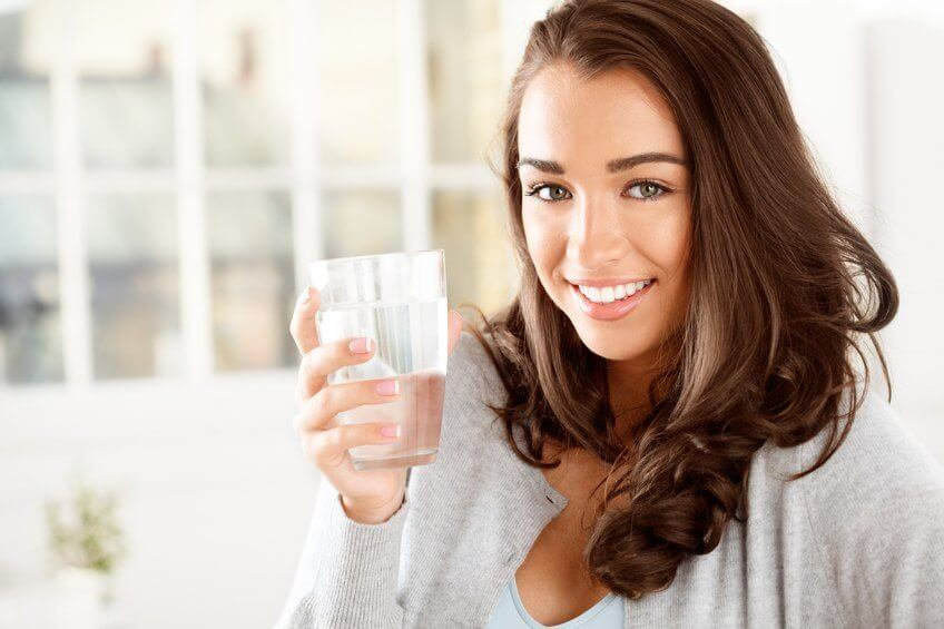 Почему пить больше воды полезно для здоровья?