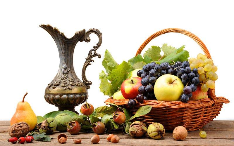 Большое количество полифенола содержится во фруктах, орехах и травах