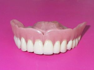 Срок службы силиконовых зубных протезов