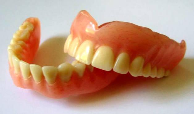 Съемные силиконовые зубное протезы на обе челюсти