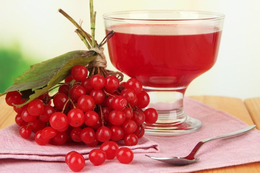 Сок способен избавить от проблем с печенью и желчным пузырем. Применять следует только при пониженной кислотности, чтобы не навредить организму.