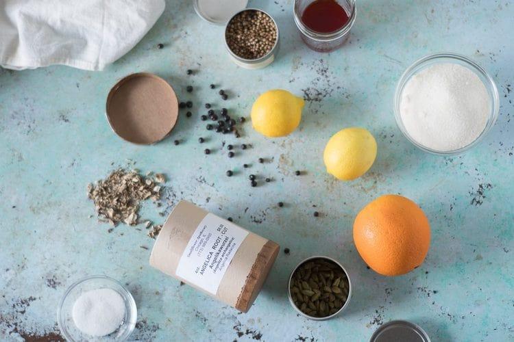 Ингредиенты для приготовления домашнего тоника с дягилем.