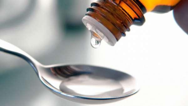 Как правильно использовать вазелиновое масло при запорах