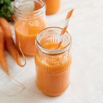 Польза и вред морковного сока, противопоказания и меры предосторожности