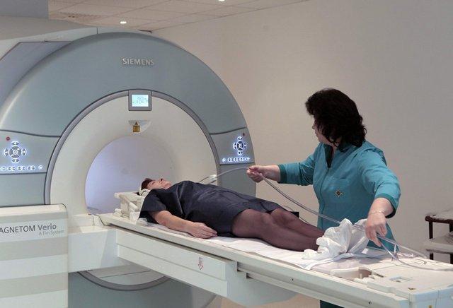 Снимок МРТ поможет быстро и качественно определить точный диагноз, поэтому без него практически не обойтись