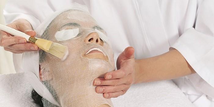 Очистка пор лица парафиновой маской