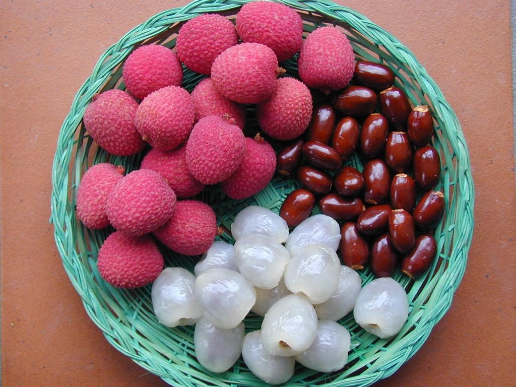 Личи - фрукт: полезные свойства и противопоказания, как есть (фото)