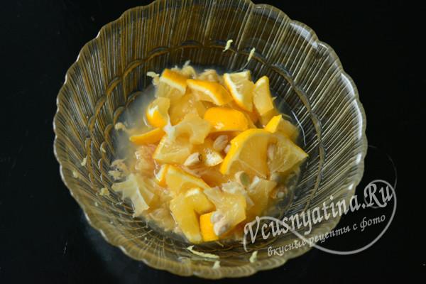 добавить нарезанный лимон