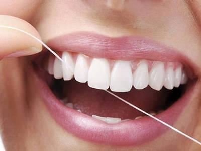 Зубная нить очищает