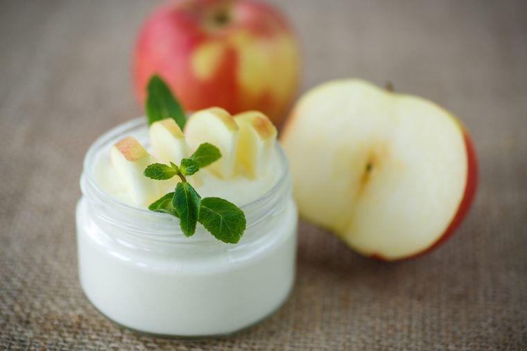 йогурт с яблоком