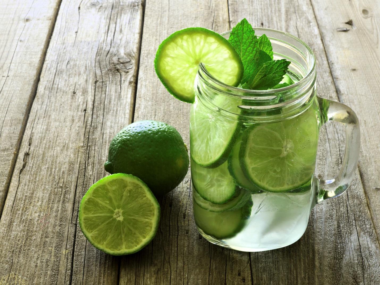 Лимонная вода с лаймом