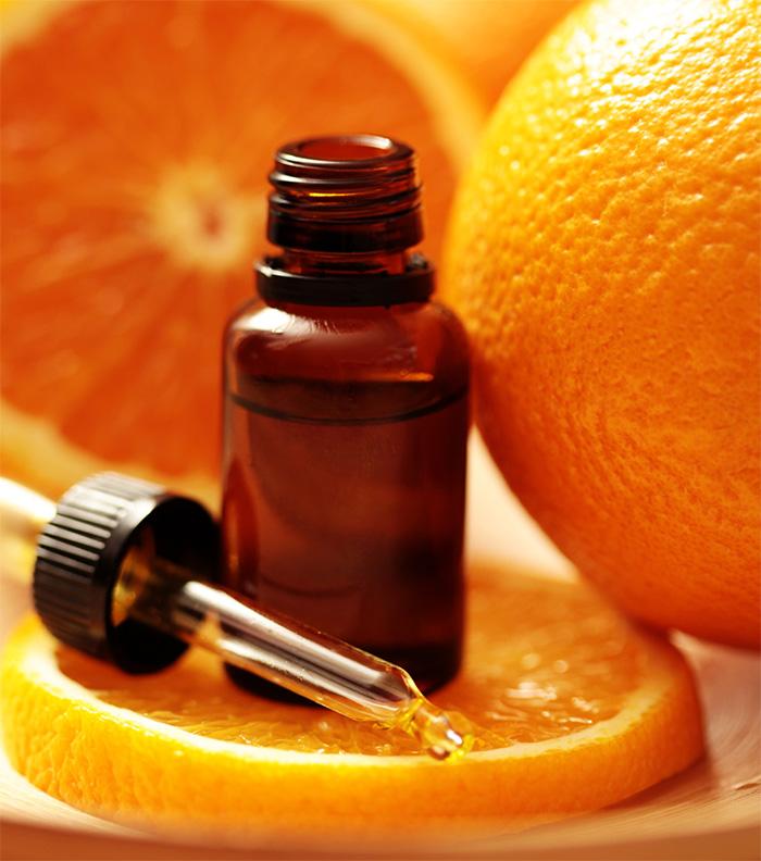 Масло апельсина в тёмной бутылочке