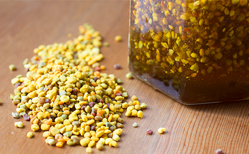 Пчелиная перга и настойка в банке
