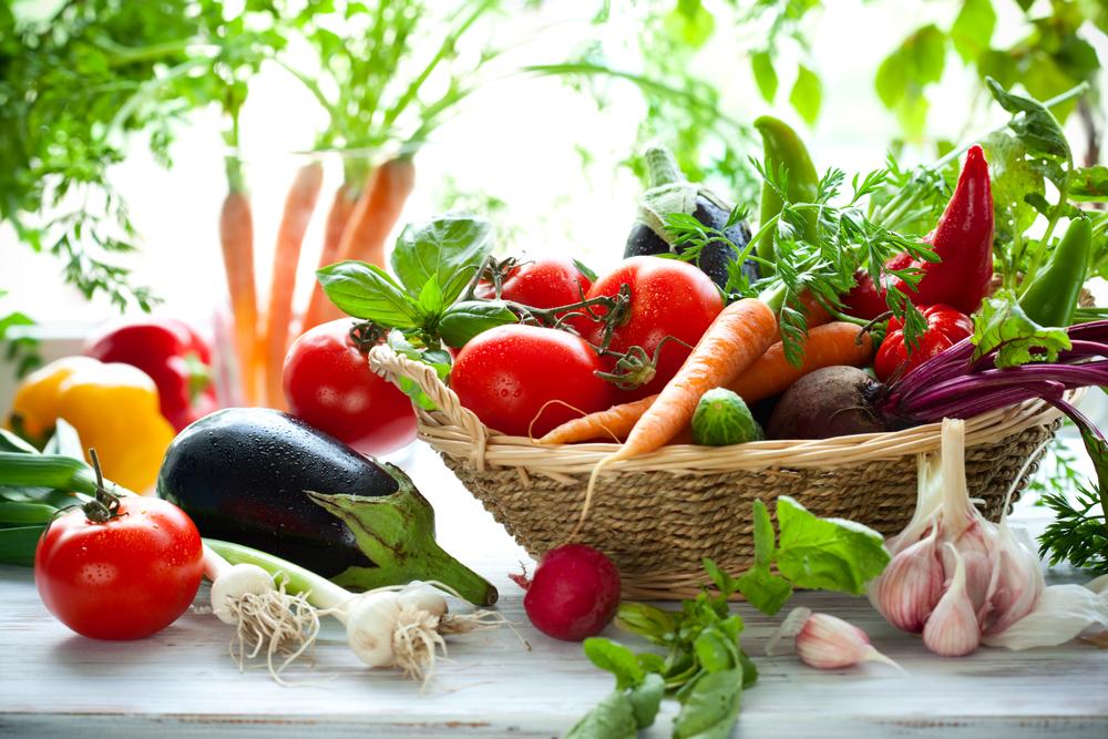 Полезные овощи - помидор, капуста, лук, редис и укроп
