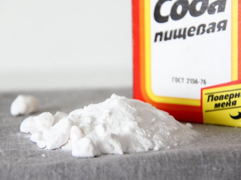 Пищевая сода на столе