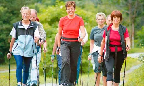 Польза скандинавской ходьбы для пожилых людей