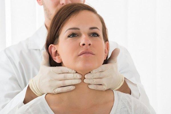 Причины сильного выпадения волос у женщин. Как остановить облысение