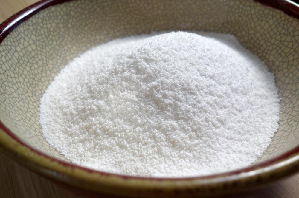 Рисовая мука в тарелке