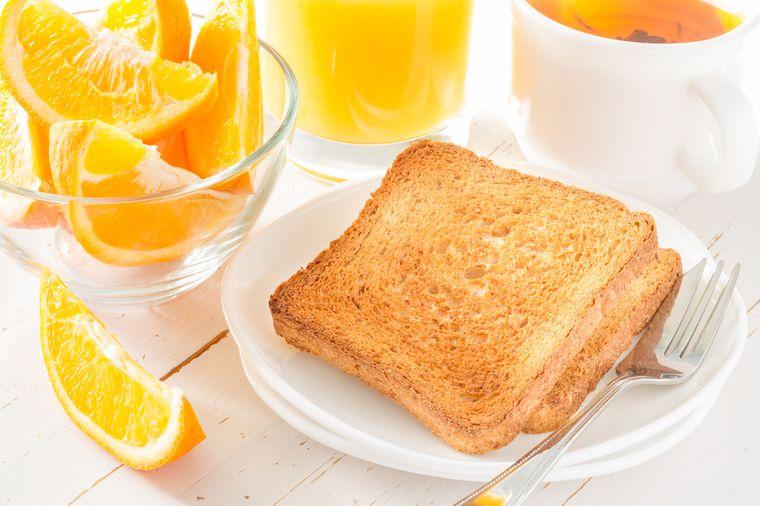 тост и апельсиновый сок