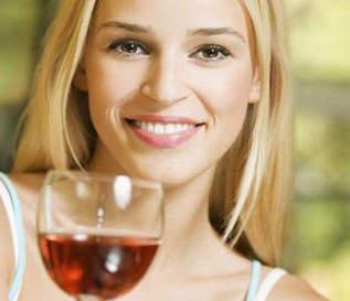 Польза и вред красного вина для женщин