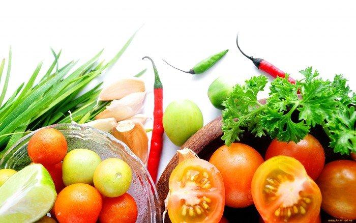 Свежие фрукты, зелень и овощи