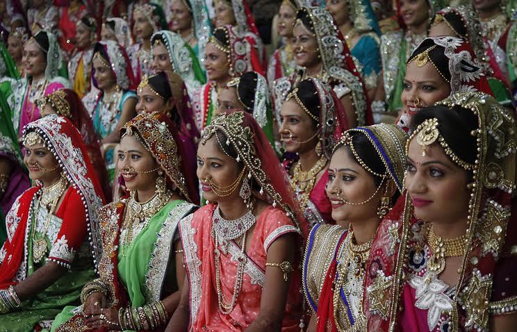 Махеша Савани поздравили 472 дочери в день отца